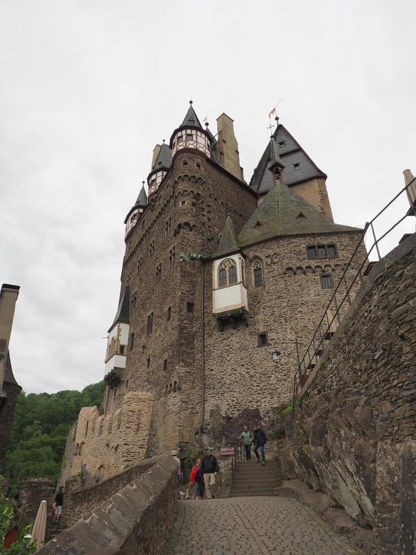 20150526_Burg_Eltz_Lahneck_und_Muenstermaifeld_010